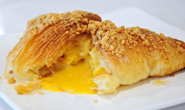 molten salted egg croissant