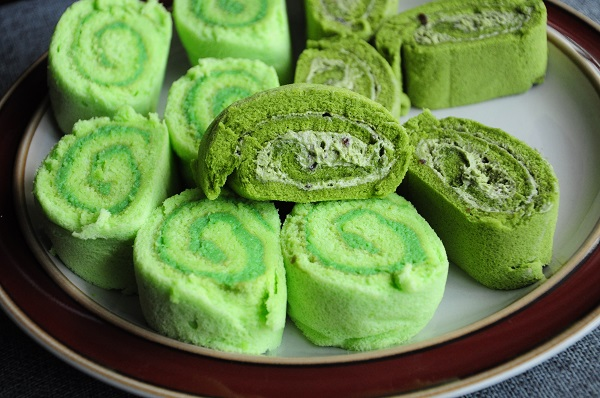 Matcha Swiss Roll Rich & Good Cake Shop 2